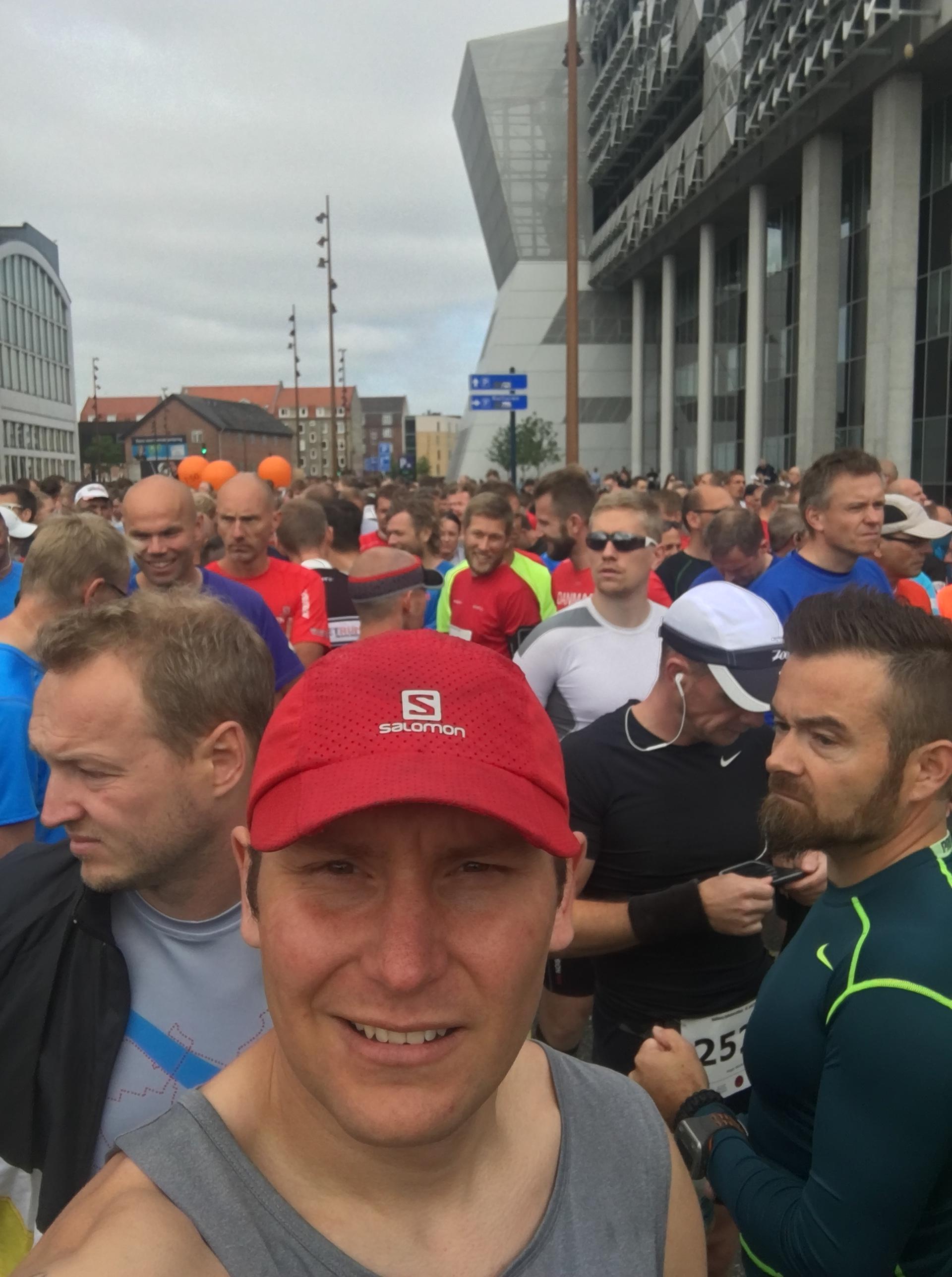 Et par minutter til starten går, 4500 spændte løbere er så småt ved at være klar!
