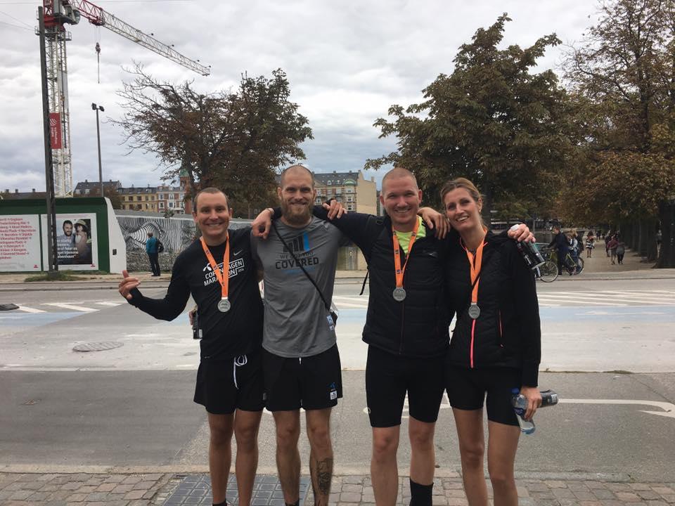 Glade løbere med finisher medaljer om halsen :-)
