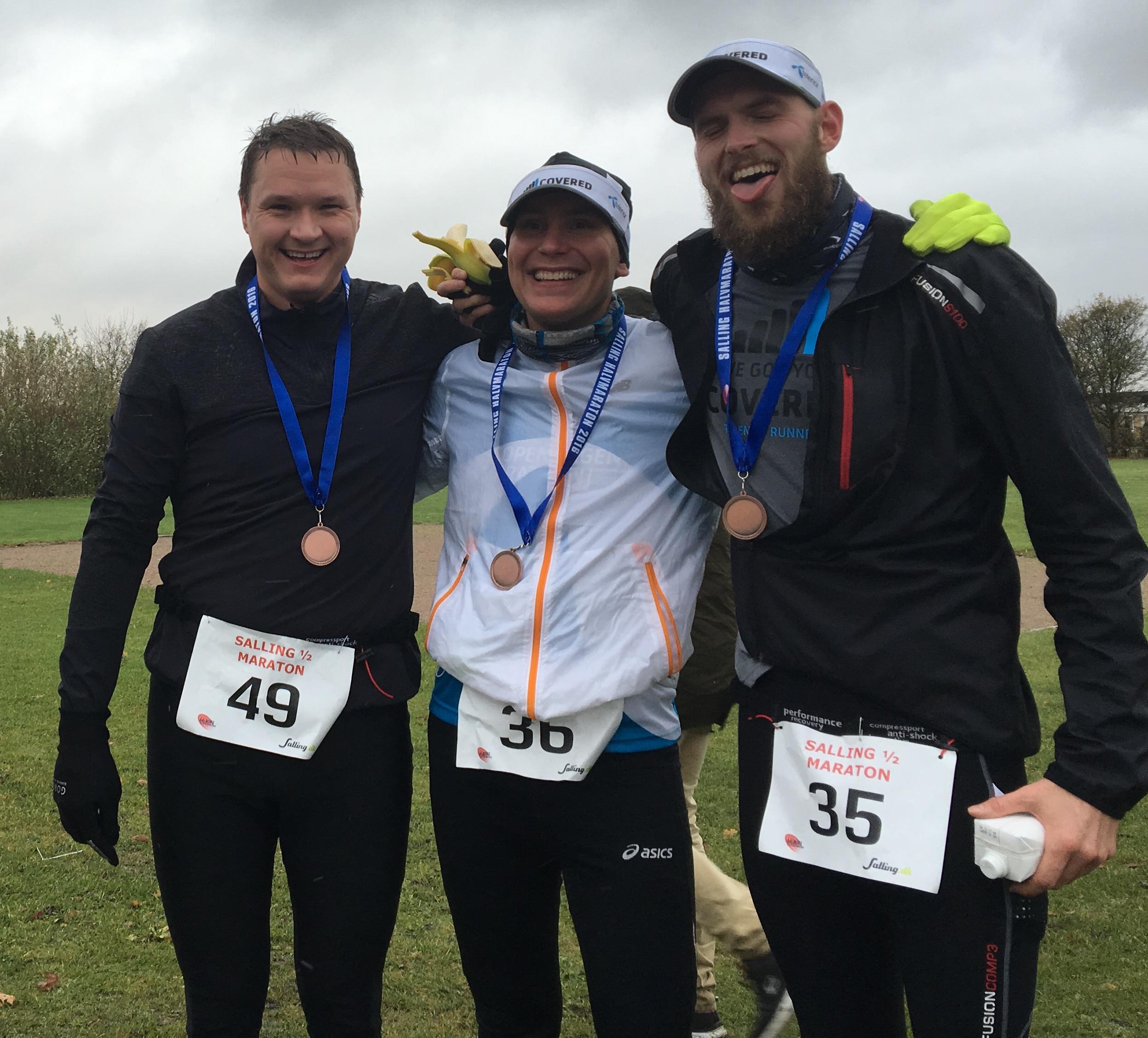 Andreas (Til højre) og Peter (til venstre) ligner nogen der også er tilfredse med dagens løb - eller måske mest af alt tilfredse med at det er overstået?!