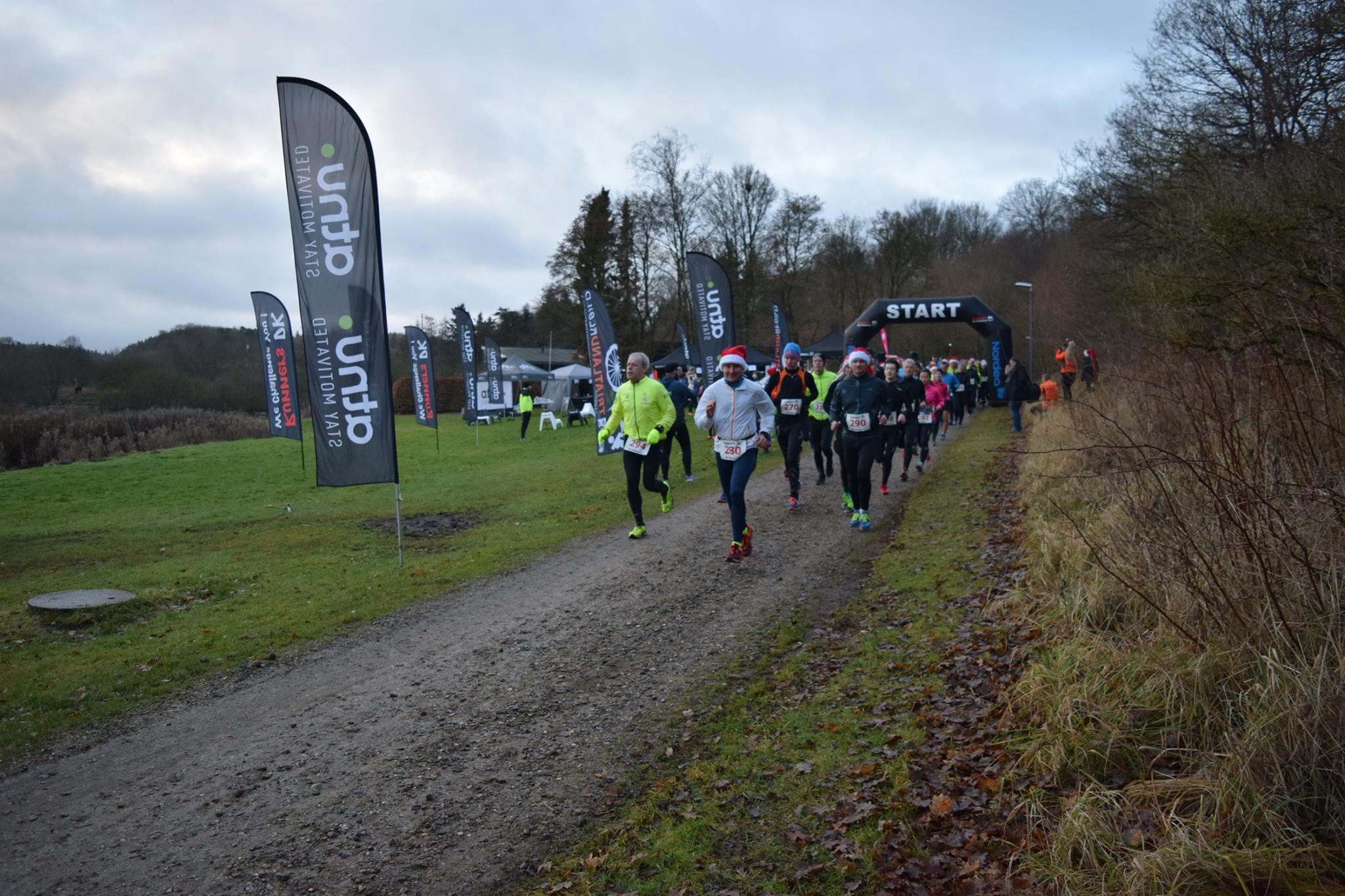 Så er starten gået til halv maraton til Juleløb i Støvring. Foto: Runners DK